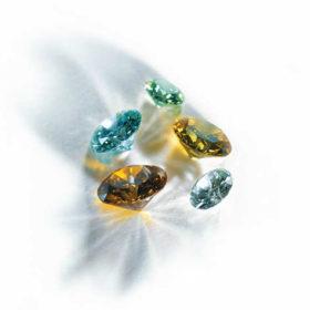 diamantes con pelo o cenizas