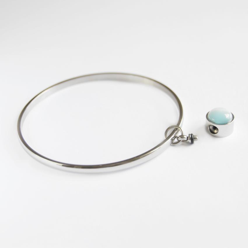 Pulseras para cenizas abierta con perla azul.