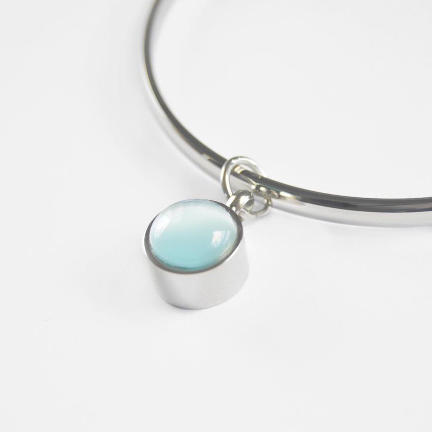 Pulseras para cenizas con perla azul.