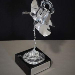 urna para cenizas flor plata